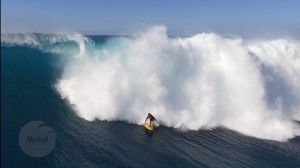 Indrukwekkende drone surf video Waimea Bay